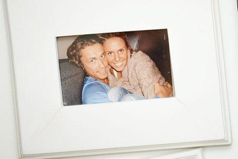 KJÆRLIGHET VED FØRSTE BLIKK: De møttes i en garderobekø for fire år siden. Siden har det vært de to, og i sommer giftet de seg i Rælingen kirke.