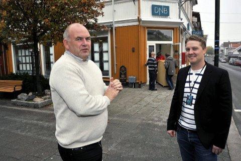 PÅ FLYTTEFOT: Frode Eriksen (t.v.) fortsetter som megler i DnB Eiendom hvor Glenn Morten Eriksen er daglig leder. Meglerkontoret flyttes til St. Marie gate hvor Postbanken Eiendom har holdt til i mange år.