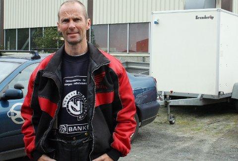 VANSKELIGE REGLER: Karl Sverre Storsve er ikke overrasket over at mange sliter med å tolke reglene om kjøring med tilhenger. (Foto: Pål Leknes Hanssen)