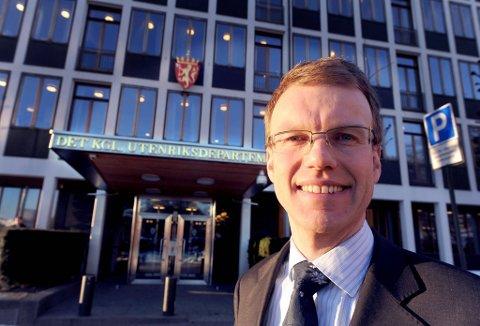 Erik Lahnstein, tidligere statssekretær i UD med ansvar for nordområdesaker, er bekymret for at ungdommen velger utdanningstilbud som gjør at de må flytte ut av landsdelen for å finne seg arbeid.