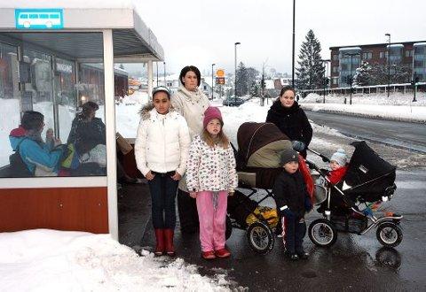 - BLE KJØRT FRA: Bussen kjørte fra Desirée Osnes med barna Ellen Rebekka, Fredrik, Celina og Ihne Syftestad og Tonje Hovd og Nicolay Hovd Moen fordi det ikke var plass.