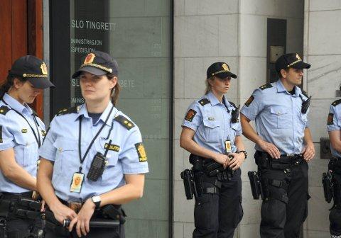 Fjordman, som Anders Behring Breivik siterer en rekke ganger i sitt manifest, er en 36-åring fra Ålesund som bor og arbeider ved et dagsenter i Oslo. Fjordman har vært i politiavhør etter terrorangrepene, men da som vitne.