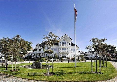 Huset til Johannes Lunde på Roaldsøy er lagt ut for salg med en prisantydning på 25 millioner, men foreløpig har det ikke kommet inn noen bud.