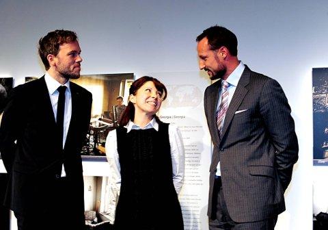 Cecilia Dinardi (35) fikk mandag prisen Årets forbilde. Barne-, likestillings-, og inkluderingsminister Audun Lysbakken (SV) delte ut prisen. Kronprins Haakon var også tilstede.