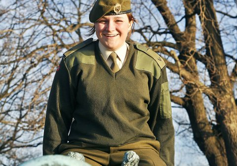 Junita Christin Karlsen (21) opplevde at lærlingplass i Forsvaret ble et springbrett til drømmekarrieren.
