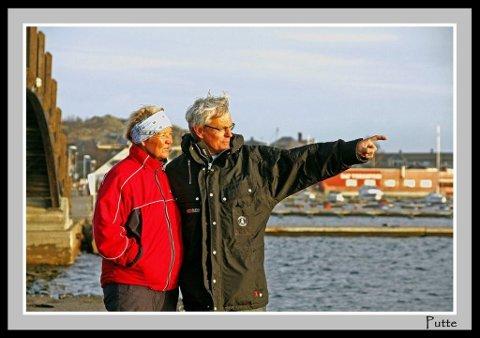 Vår i desember: Åshild og Yngve Rakke skuer ut over Stavern havn. (Foto: Putte Solberg)