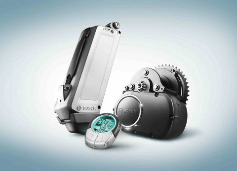 Slik ser el-sykkel-systemet til Bosch ut. Motorenheten og ytelseselektronikken, batteripakken, ladeapparatet og styreenheten for syklisten gir en både kraftfull og robust høyeffektmotor med lav vekt.