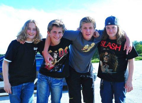Metallpreg: Heavy metall bandet Fuzz Generation, gleder seg veldig til åpne showet på Bedemarten 16. august. Fra venstre: Henry Solstrand, Trym Eide, Mikkel Nilssen Nicolaisen og Adrian Bjerketvedt. (Foto: Marie Moen Kingsrød)