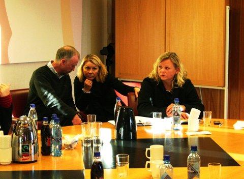 Paul M. Nilsen, Monica Mæland, Lisbeth Iversen under krisemøtet i Rådhuset for bedre luftkvalitet i Bergen (11.01.10).