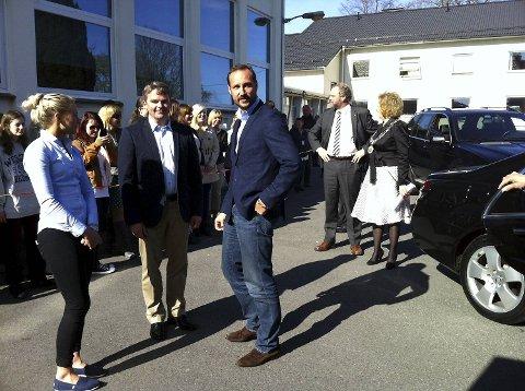 Kronprins Haakon kom til Stend i nydelig vårvær i dag.