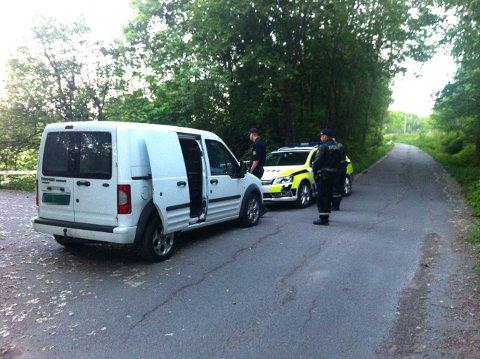 SPERRET AV: Politiet har sperret av et område langs Kirkeveien i Nittedal. FOTO: ELIN SVENDSEN
