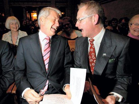 VENNER: Stortingspresident Thorbjørn Jagland  og Erik Jondell fra Eidsvoll 1814 satt sammen på første benk.