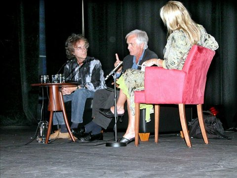 Henning Mankell (i midten) i samtale med Henning Sommerro og Tove Nilsen under en tidligere Bjørnsonfestival.