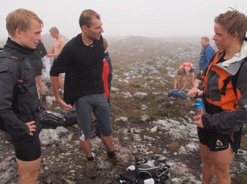 STERK TRIO: Øyvind Heiberg Sundby, til venstre, vann klart Vidasete Opp 2012, 20-åringen Ole Martin Erdal frå Førde, til høgre, lukkast med å spurtsigra Leif Bjørn Grindedal, i midten.