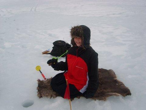 Kos på isen. Den andre helga i mars inviterer Hadsel Jeger- og Fiskerforening til ny, stor isfiskekonkurranse på Bergvikvannet.
