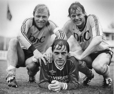 vinger: I mai 1983 slår KIL Start 6?2 på Kristiansand stadion. Olav Nysæter scoret tre av målene. Her er han sammen med startspillerne Trond Pedersen (t.v.) og avdøde Svein Mathisen. Foto: Ole-Johnny Myhrvold