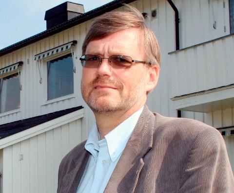 NØDVENDIG: Banksjef Knut H. Nafstad påpeker at færre går i banken.