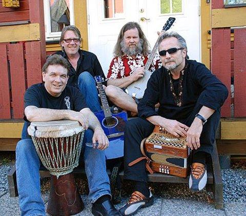 Lokale Ås-musikere: Tormod Hjermundrud, Halvard Lundgård, Geir Overaa og Stig Berg.