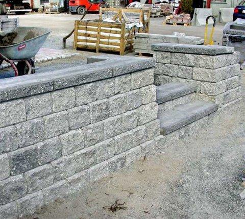 Anvendelig: Mursystemet Pisa2 egner seg godt til planering, trapper, hagering og dobbeltsidige murer.