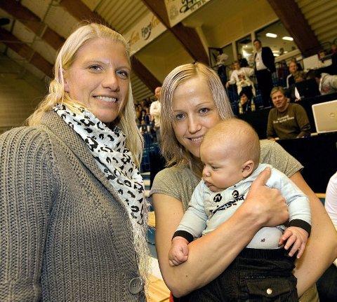 FIKK BARN: Da Alexander ble født ble det et kort opphold i karrieren. Men i løpet av de tre årene som har gått har Heidi bare blitt bedre og bedre. Her sammen med Janne Grimholt.