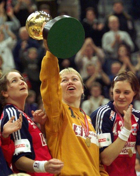 Best i verden: På hjemmebane i 1999 ble Norge verdensmester for første gang. Lenganger ble også i dette mesterskapet kåret til turneringens beste målvakt.
