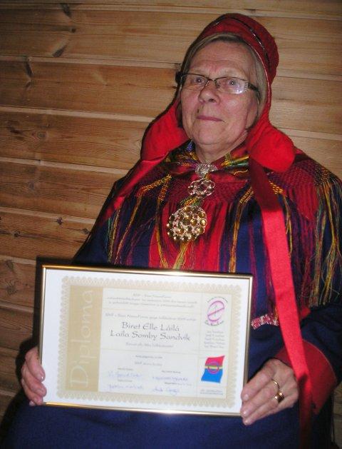 Laila Somby Sandvik fra Karasjok har mottatt Samisk KvinneForum sin utviklingspris 2009. Pressefoto