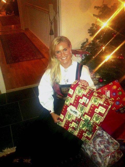 Her er Fam på julaften i fjor. I år har hun fått en enda større og viktigere gave.