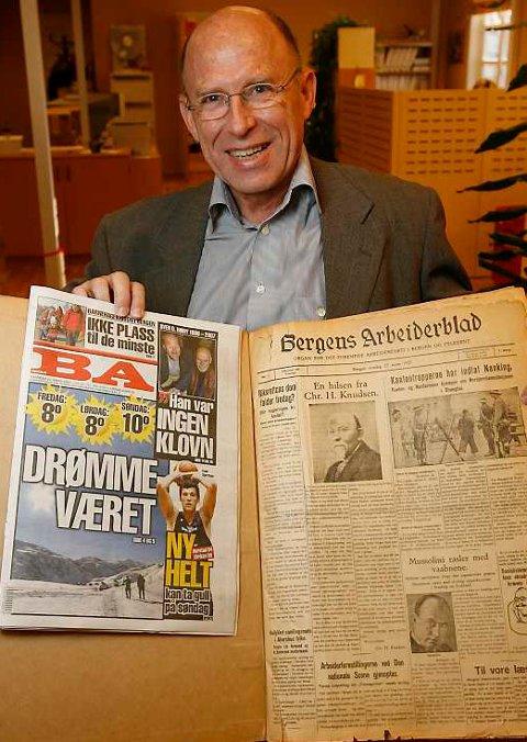 Ansvarlig redaktør i BA, Olav Terje Bergo, med to utgaver av avisen; 22. mars 2007 til venstre, 23. mars 1927 til høyre (22.03.2007).