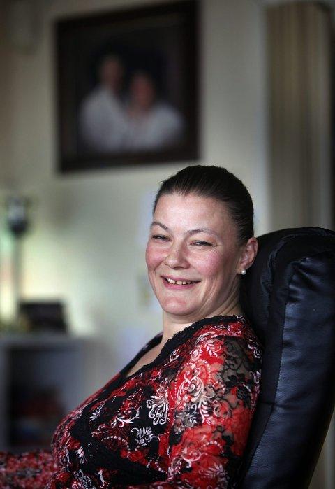 Eve Pedersen er bløder og mangler koagulasjonsfaktor VII i blodet. Likevel har hun født to barn og vært gjennom en kreftoperasjon. Pedersen sier hun lever godt med sykdommen