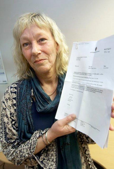 VANT EN HALV SEIER: Skienskvinnen Tulla Samuelsen har fått 150 000 kroner i billighetserstatning. Samuelsen har fått erstatninga for tapt skolegang. I vedtaket går imidlertid barnevernet fri for kritikk i saken, noe hun reagerer på.