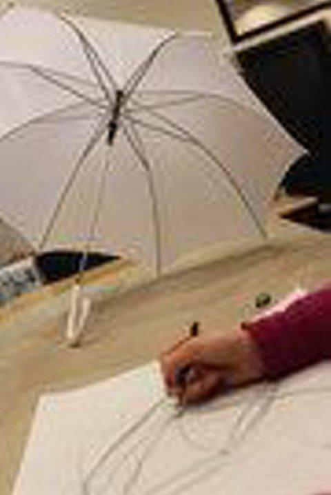Kulturskulens unge på visuelle kunstfag, har fått som oppgave å tegne og lage en parply. Resultatene ble både fargerike og spennende.
