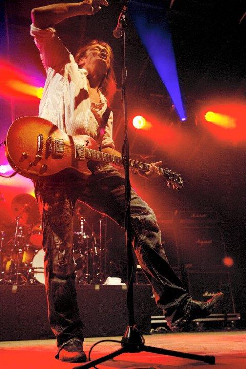 HØYDEPUNKT: Flere av de eldre publikummerne lot seg gripe av de gamle låtene til Stage Dolls.