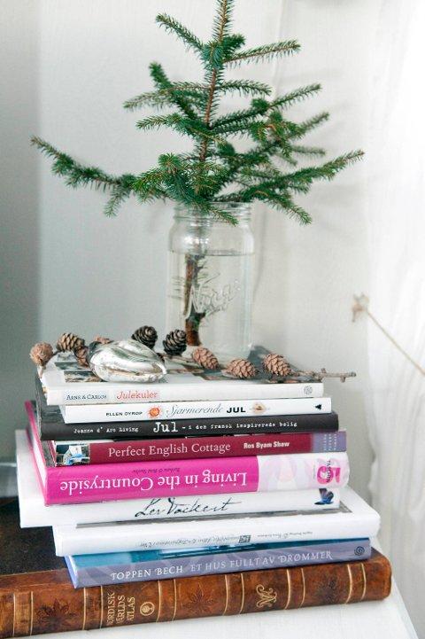 Interiørblader og bøker er det mange av hos Kerstin.