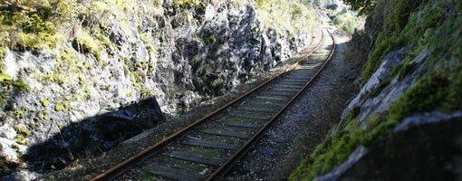 Her ved jernbanesporet på Garnes i 1983/84 møtte tre gutter mannen som nå jages av elleve etterforskere som Lommemannen.