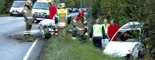 En 27 år gammel mann som kjørte i grøfta på Herøyaveien i går kveld ble brakt til Sykehuset Telemark (ST) i Skien med lettere skader.