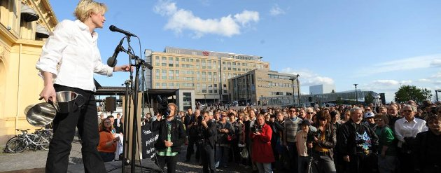 Lisa Dillan sto bak demonstrasjonen mot Fritt Ord-tildelingen til Nina Karin Monsen.