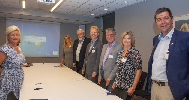 Siv Jensen kom med gode nyheter til delegasjonen fra Hedmark. Fra venstre: Berit Nordseth Moen (H), Arne Georg Aunøien (FrP), Tor Andre Johnsen (FrP), Lise Berger Svenkerud (H) og Gunnar Gundersen (H) i samtale med finansminister Siv Jensen (FrP).