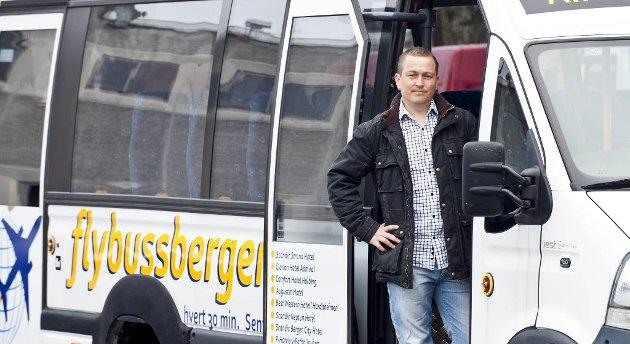 Stig E. Mjøs er en av tre personer som står bak den nye flybussruten fra Bergen sentrum til flyplassen.