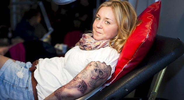 Emma Disby bygget på en gammel tatovering på bergen Tattoo Convention.