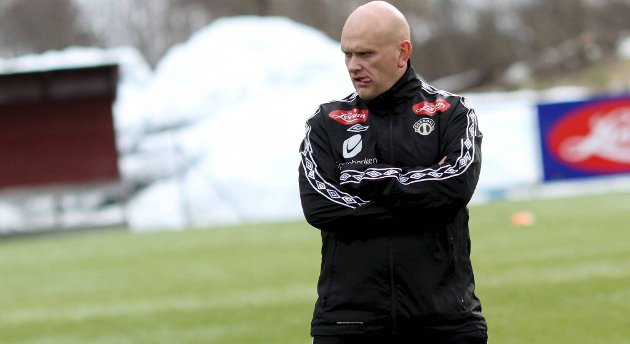 Tom Mangersnes har forlenget kontrakten sin med eliteserieklubben som assistenttrener.