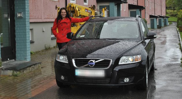 Eileen Brown (bildet) sto parkert akkurat som dette ett minutt for lenge. Dette kostet henne 700 kroner. ? Det er så latterlig at det er morsomt, mener hun