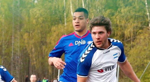 19 år gamle Riki Tomas Alba (i blått) er Nest-Sotras nye spiss.