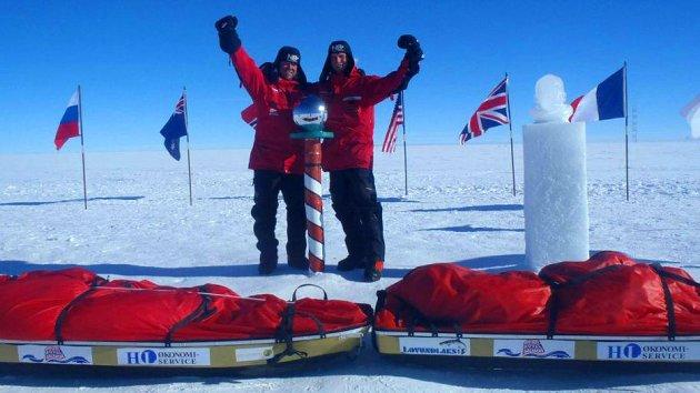 Ottar Haldorsen (til v.) og Jacob Meland fremme på Sydpolen, 18. desember 2011.