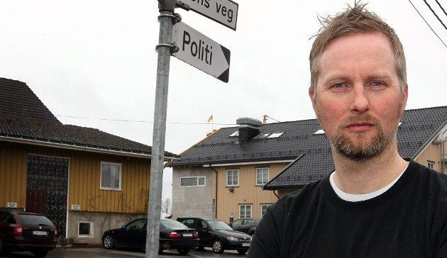 ADVARER: Politiførstebetjent Espen Sandvold ved Eidsvoll og Hurdal lensmannskontor.