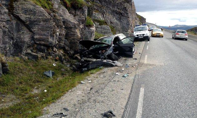 Bilen ble totalvraket etter ulykken søndag ettermiddag.
