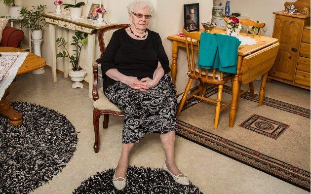 må flytte: Dagny Johansen trives i leiligheten på Otium. Hun og de andre beboerne klarer seg stort sett selv, og vil helst bli boende.