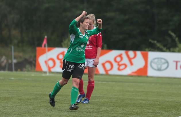 NY SIGER: Åse Neraas jublar etter 2-0 scoringa på heimebane mot Høyang onsdag.