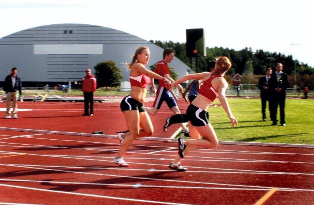 OPPVISNING: Fart og spenning når klubbene løp fire ganger hundremeter stafett.