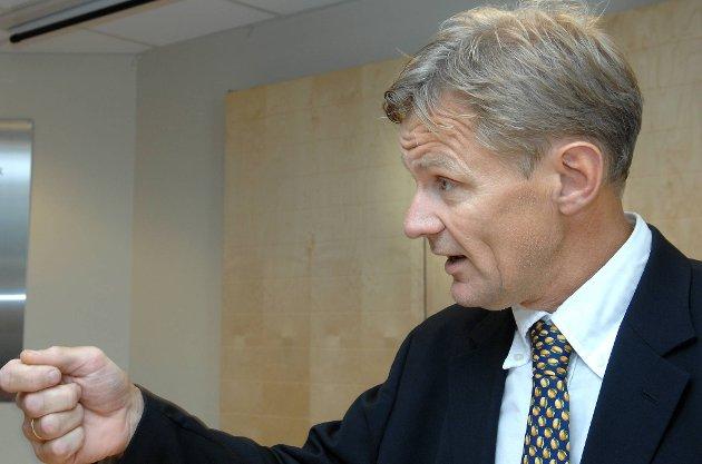 Jan Egeland skriver i sin nye bok at våpensalg til Emiratene må være et helt klart brudd på de norske eksportreglene.