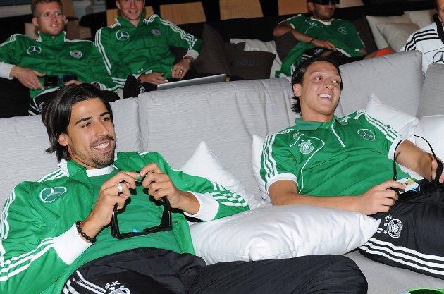 Sami Khedira og Mesut Özil har vært med å slå Italia i et EM før.